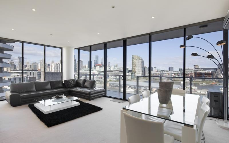 WATERFRONT VIEWS - EVERLASTING BACKDROP OF MELBOURNE'S CBD